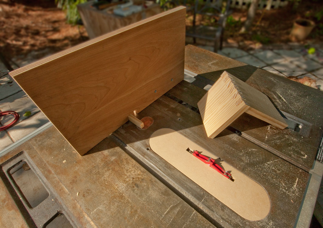 made a jig for my table saw so that I can make finger joints ...